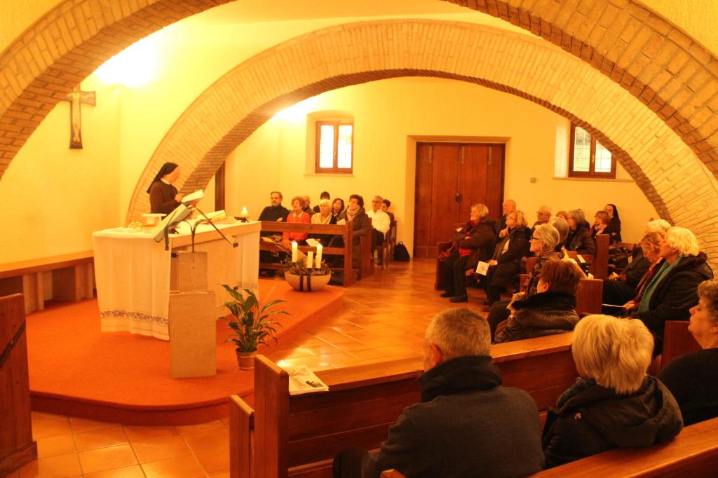 Momento di preghiera nella cappella di Madre Giovanna